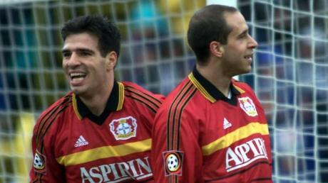 Zwei der Leverkusener, die den Ulmer Spatzen im Jahr 2000 die höchste Niederlage der Fußball-Bundesliga zufügten: Beim 1:9 der Ulmer im eigenen Stadion steuerte Paulo Rink (links) einen Treffer bei. Stefan Beinlich traf nicht, freute sich aber trotzdem.