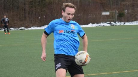 In Wolfratshausen musste der SV Cosmos Aystetten bei frühlingshaften Temperaturen auf Kunstrasen spielen. Julian Bergmeir erzielte das 2:1, einen von drei Führungstreffern der Gäste.