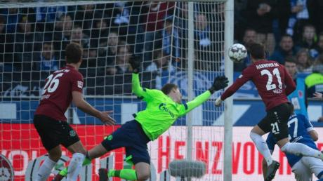 Schalkes Torwart Alexander Nübel hielt seinen Kasten gegen Hannover 96 sauber.