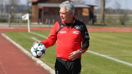 Der Meringer Trainer Gerhard Kitzler erwartet mit seinem Team den FC Gundel-fingen. Das wird eine wegweisende Partie.