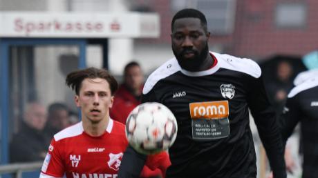 Esse Akpaloo (rechts) war mit zwei Treffern der Matchwinner gegen den TSV Aindling.