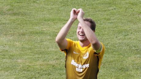 Nicholas Glogger ist nicht nur Sportlicher Leiter und Kapitän, sondern mit dem ganzen Herzen ein Fußballer des TSV Binswangen. Am Sonntag geht der 27-Jährige hoch motiviert ins Heimspiel gegen Titelanwärter SSV Dillingen.