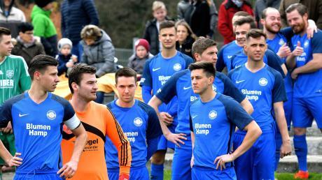 Diese Mannschaft wird ziemlich sicher auch in der kommenden Saison in der Bezirksliga spielen: (von links) der TSV Obenhausen mit Kapitän Moritz Schröter, Torwart Niklas Weikert, Fabian Mertens und Torschütze Marco Matejka.
