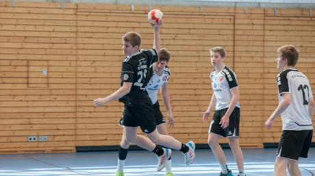 Nicht zu bremsen waren die Friedberger B-Jugendlichen, hier Noah Kell (schwarzes Trikot) beim Final-Four-Turnier der Landesliga.