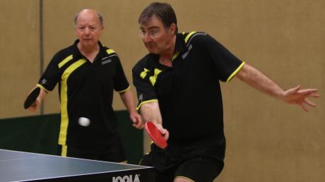 Die Tischtennisfreunde Bad Wörishofen um Karl Deeg (rechts) und Dieter Gerhardinger (links) wollen in der Relegation den Abstieg verhindern.