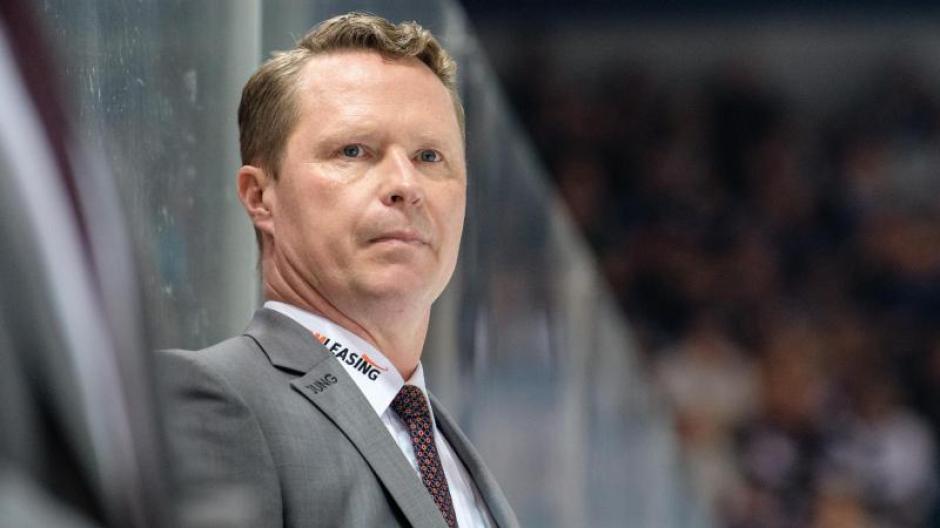 Coach Mike Stewart weiß noch nicht, ob er in Augsburg bleibt. Foto: Matthias Balk