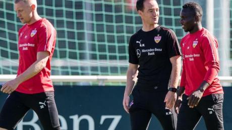 Amtsantritt: Weinzierl-Nachfolger Nico Willig (M) bei seinem ersten Training mit den VfB-Profis.