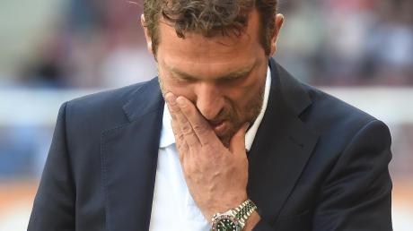 Au Backe. Für Markus Weinzierl war das Spiel in Augsburg das letzte als Trainer des VfB Stuttgart. Nach dem 0:6 gegen seinen alten Verein wurde er beurlaubt.