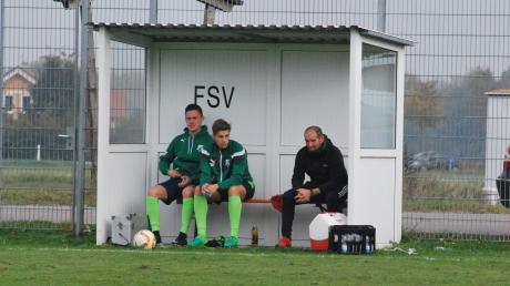 Hans Sedlmair (rechts), Trainer der SG Amberg/Wiedergeltingen, ist derzeit nicht zu beneiden. Er geht mit großen Verletzungssorgen in den Abstiegskampf der Kreisliga Mitte. Am Sonntag geht es gegen den TSV Ottobeuren.