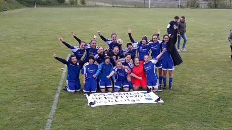 Das Plakat war schon vorbereitet: Mit einem 10:0-Heimsieg gegen die DJK Breitenthal sicherte sich der FC Loppenhausen vorzeitig die Meisterschaft in der Frauenfußball-Bezirksliga Süd.