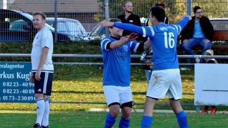 Im Hinspiel freuten sich die Blauen: Die SpVgg Ellzee gewann in Waldstetten am 21. Oktober 2018 mit 2:0. Die Tore erzielten Johannes Fix und Marcus Bornschlegl.