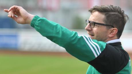 Hier geht's raus aus dem Tabellenkeller! Zusmarshausens Trainer Thomas Weber will seinen Mannen im alles entscheidenden Spiel bei Suryoye Augsburg den Weg zum Klassenerhalt weisen.
