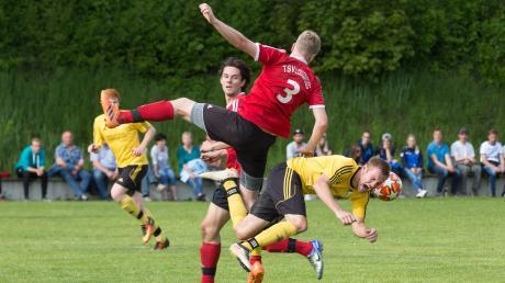 Der TSV Kammlach (gelb-schwarz) kam im letzten Saisonspiel nicht über ein 2:2-Unentschieden gegen den TSV Lautrach-Illerbeuren hinaus.