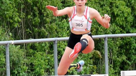 lva Seitz qualifizierte sich auch über die 300-Meter-Hürden für die Deutsche Meisterschaft in Bremen.