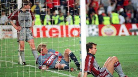 Ein Bild sagt mehr als tausend Worte: Michael Tarnat (von links), Oliver Kahn und Mehmet Scholl im Angesicht der Mutter aller Niederlagen im Champions-League-Finale 1999.