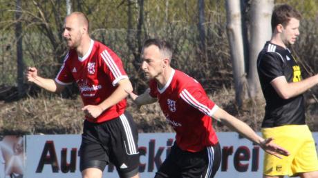 Blickrichtung Kreisliga. Ohne Druck gehen Ex-Profi Dominik Reinhardt und Torjäger Reinhold Armbrust (von links) mit dem SV Thierhaupten in die Relegation. Erster Gegner ist am Donnerstag Suryoye Augsburg.