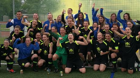 Wenn Wahnsinn Wirklichkeit wird. Die Fußball-Frauen des SC Biberbach steigen nach dem Aufstieg in die Bezirksoberliga auf Anhieb in die Landesliga auf und sind jetzt zusammen mit dem SSV Anhausen die Nummer zwei in der Region Augsburg.