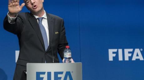 Gianni Infantino steht beim FIFA-Kongress in Paris vor seiner Wiederwahl als Präsident des Fußball-Weltverbandes.