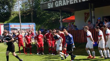"""Am vergangenen Sonntag hatten sie sich beim Spiel gegen den FC Illerkirchberg alle wieder vor der """"Schlinge"""" getroffen: Die Kicker und die Freunde des SV Grafertshofen. In der neuen Saison wird es ein Wiedersehen geben."""