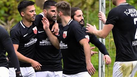 Hier freuen sich die Spieler von Türkspor Neu-Ulm über ein Tor gegen Tiefenbach. Am Samstag dürfte der Jubel ausgelassener sein.