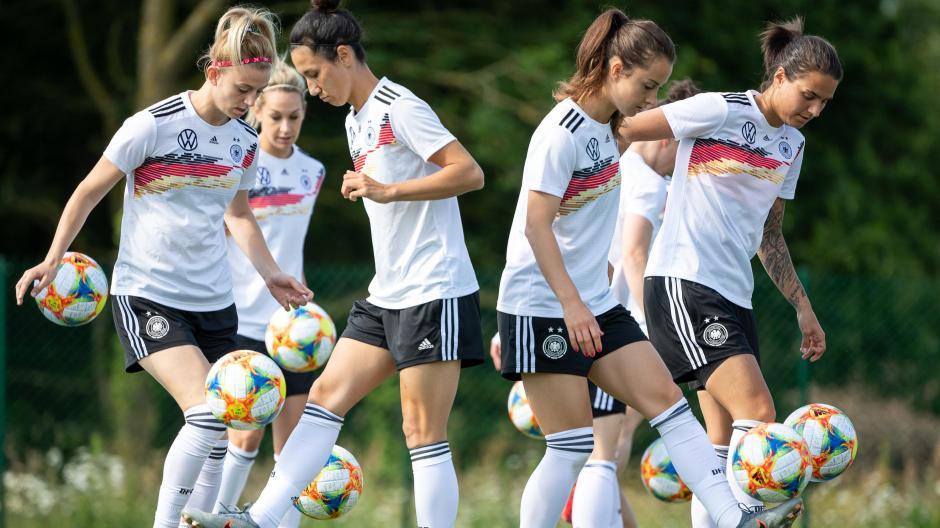 Interview Frauen Spielen Frauenfussball Lokalsport
