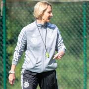 Bundestrainerin Martina Voss-Tecklenburg trifft zum WM-Auftakt mit ihrem Team auf China. Foto: Sebastian Gollnow