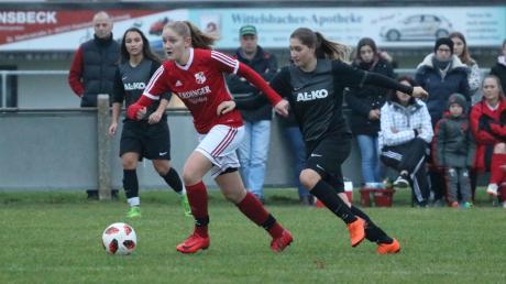 Anja Breitsameter (links gegen Freihaldens Nadine Biberacher) und die Fußballerinnen des TSV Sielenbach können mit der Saison zufrieden sein. Der Aufsteiger etablierte sich in der Bezirksliga Nord. Bei den anderen Teams aus dem Wittelsbacher Land lief es nicht so rund.