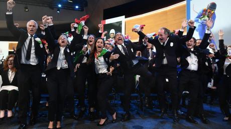 Ekstatische Italiener: Die Delegation aus Mailand jubelte nach der Vergabe der Olympischen Winterspiele. Für die Titelkämpfe 2026 erhielt die Modestadt Mailand den Zuschlag des Olympischen Komitees.