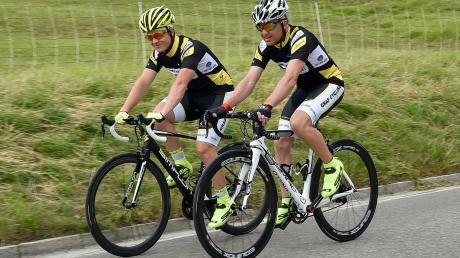 Alexander (links) und Reinhold Graf hatten zur Vorbereitung für den Transalp tausende an Trainingskilometern zurückgelegt. Konditionell waren sie bestens vorbereitet – nur auf die Hitze konnten sie sich nicht vorbereiten.