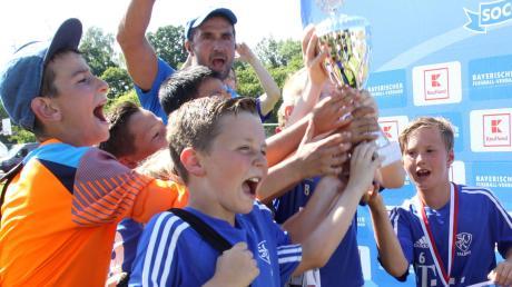 So jubeln die Sieger aus Kaufbeuren. Sie gewannen das Vorrundenturnier für E-Jugend-Mannschaften in Dasing.