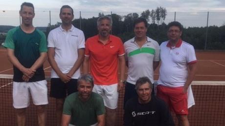 Die Herren 40 des TC Rot-Weiß Krumbach können in der Bezirksliga auf den Meistertitel hoffen.