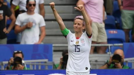 Frauen-WM 2019: Die USA besiegt die Niederlande im Finale mit 2:0. Megan Rapinoe aus den USA jubelt nach dem Tor zum 1:0.