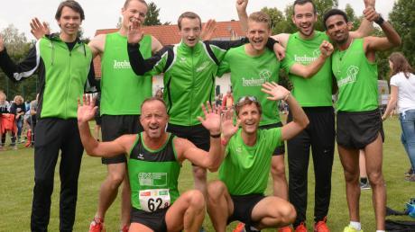 Begeistert zeigte sich die Herrenmannschaft der LG Reischenau Zusamtal nach dem Sieg der Landkreismeisterschaft.