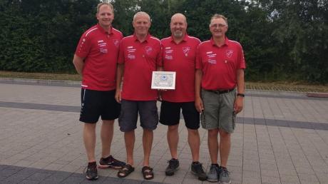 Können sich erneut über den Aufstieg freuen: (von links) Johannes Kelnhofer, Anton Trenkler, Gerhard Gabriel und Ludwig Meyer.
