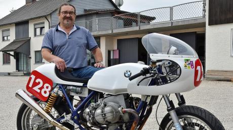 Der Besitzer und sein ganzer Stolz: Werner Müller mit seiner BMW Boxer.