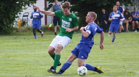 Ihr erstes Pflichtspiel bestritt die neue SG Kirchdorf/Rammingen (blaue Trikots) gegen den TV Weitnau (grün-weiße Trikots).