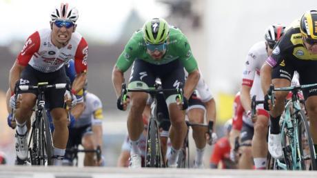 Caleb Ewan (l) sprintete zu seinem ersten Tour-Etappensieg.