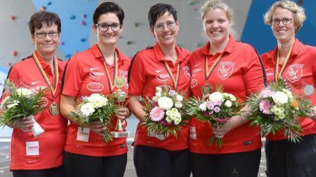 Wären gerne ganz oben auf dem Treppchen gelandet: die Stockschützinnen des TSV Kühbach bei den deutschen Meisterschaften in Mitterskirchen (von links) Marianne Weigl, Lisa Seitz, Veronika Filgertshofer, Regina Gilg und Franziska Schwertfirm. Am Ende reichte es immerhin für Platz drei.