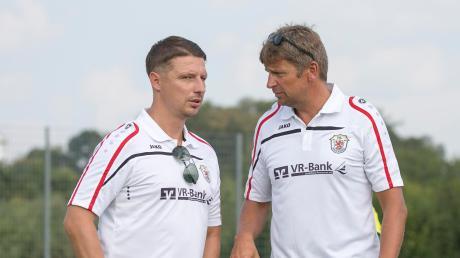 Lüko Holthuis (rechts, mit Co-Trainer Michael Bugdoll) startet mit dem VfL Kaufering am heutigen Samstag mit einem Heimspiel in die Punktrunde.