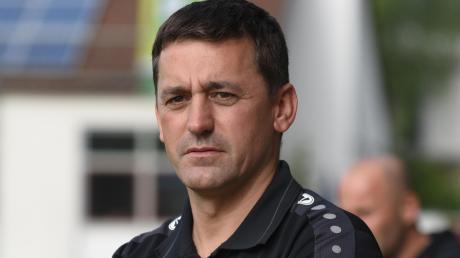 """Im vergangenen Jahr noch beim TSV Rain trainiert Karl Schreitmüller nun den TSV Wemding. Er sieht bei seinem Team noch """"Luft nach oben""""."""