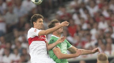 Marcin Kaminski (l) wird dem VfB Stuttgart lange fehlen.
