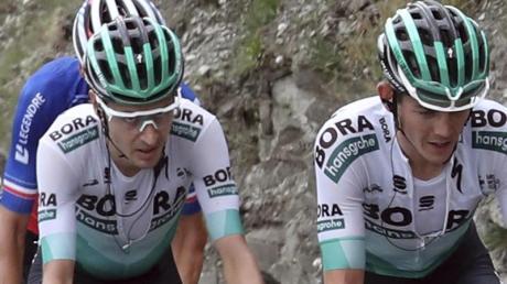 Hat seine Teamkameraden mit einer fehlerlosen Tour-Leistung beeindruckt: Emanuel Buchmann (M) vom Team Bora-hansgrohe.