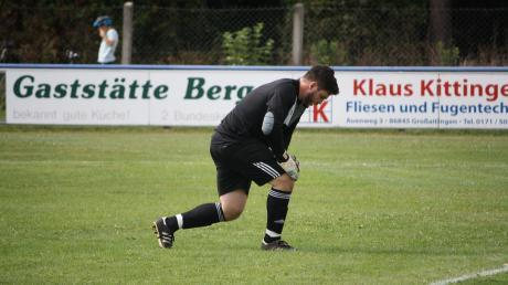 Kleiaitingens Torwart Simon Lauterer erwies sich in der ersten Runde als Elfmeterkiller. Nun muss er sich gegen die Stürmer des SV Türkgücü Königsbrunn wehren.