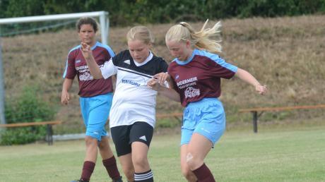 Vierte wurden die C-Juniorinnen des TSV Friedberg (schwarz-weiß), hinter zwei Teams des FCA und Schwaben Augsburg.