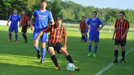 Eine zentrale Figur im Spiel des BSC Unterglauheim am Ball: Spielertrainer Daniel Reiser.