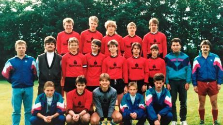 Die A-Jugend-Meistermannschaft Rinnenthal/Eurasburg, die 1989 im Elfmeter-schießen den Titel holte.