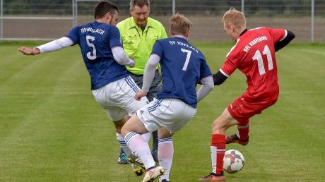 In der vergangenen Saison konnte der SV Hurlach (blaue Trikots) beide Spiele gegen KauferingII gewinnen. Gleich zum Auftakt in die neue Saison steht dieses Derby in der A-Klasse Augsburg Süd in Kaufering an.
