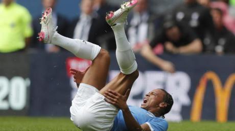 Manchester Citys Leroy Sané hat sich schwer am Knie verletzt. Foto: Frank Augstein/AP