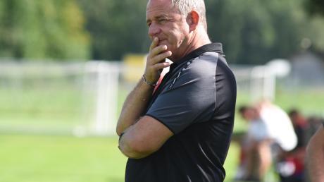 Bäumenheims Trainer Jürgen Zeche blieb mit seiner Elf auch im dritten Spiel ohne Punktgewinn. Beim 0:3 gegen Ehingen-Ortlfingen leisteten sich seine Schützlinge am Ende auch noch drei Gelb-Rote Karten.