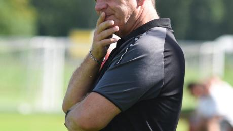 Bäumenheims Trainer Jürgen Zeche blieb mit seiner Elf auch im dritten Spiel ohne Punktgewinn.
